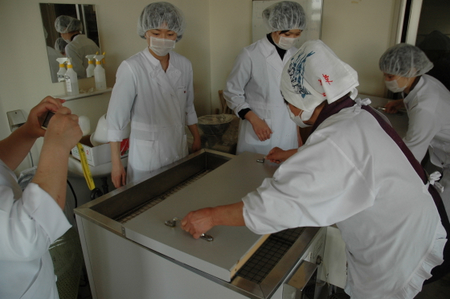 12発酵機にふたをして発酵させる.JPG
